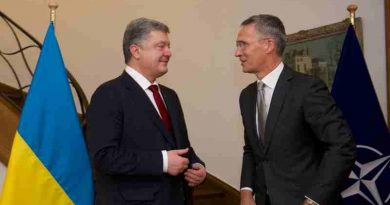 NATO Secretary General Jens Stoltenberg and Ukrainian President Petro Poroshenko. Photo: NATO