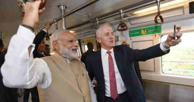 The Prime Minister, Shri Narendra Modi and the Prime Minister of Australia, Mr. Malcolm Turnbull travelling to Akshardham temple in Delhi Metro, in New Delhi on April 10, 2017.