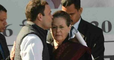 Congress leader Rahul Gandhi with his mother Sonia Gandhi (file photo). Courtesy: Congress