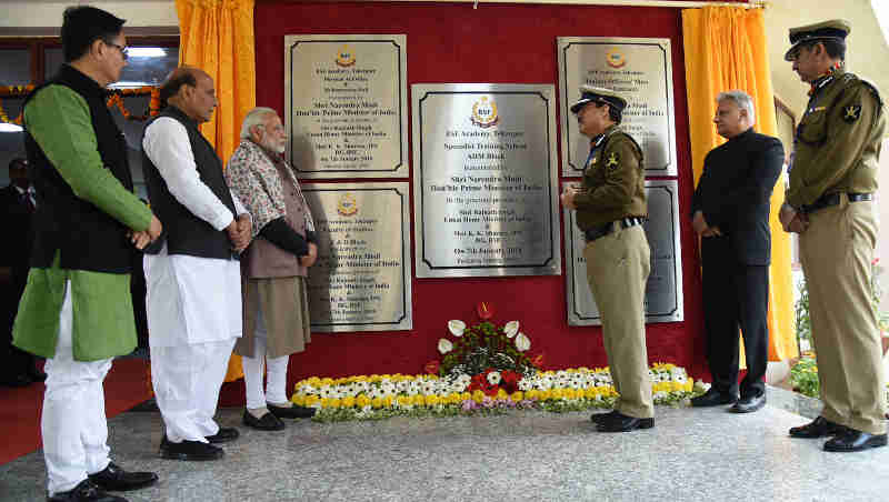 The Prime Minister, Shri Narendra Modi unveiled the plaques to mark the inauguration of five new buildings at the BSF Academy, during the Annual Conference of DGPs and IGPs, at Tekanpur, Madhya Pradesh on January 07, 2018. The Union Home Minister, Shri Rajnath Singh and the Minister of State for Home Affairs, Shri Kiren Rijiju are also seen.