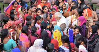 PM Narendra Modi interacting with the beneficiaries of the Pradhan Mantri Ujjwala Yojana, in New Delhi on February 13, 2018 (file photo). Courtesy: PIB