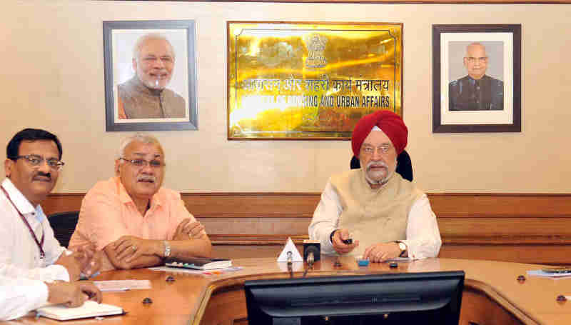 Hardeep Singh Puri launching the m-AWAS app of Directorate of Estates, in New Delhi on April 24, 2018