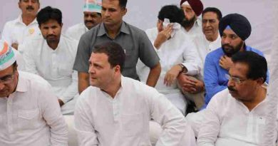 Congress President Rahul Gandhi leads the party's day-long fast at Rajghat in Delhi on April 9, 2018. Photo: Congress