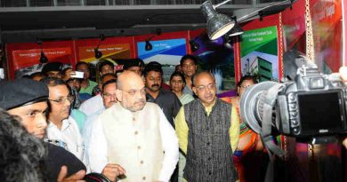 Vijay Goel and other dignitaries visiting the Photo Exhibition on Dynamic Schemes and Major Central Sector Projects & Mega Cultural Programme, in New Delhi on May 25, 2018