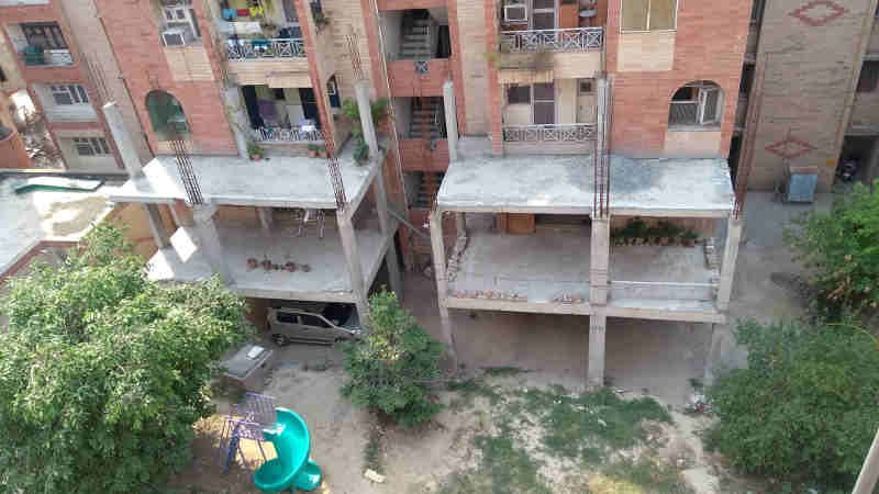 FAR Construction Stopped by the Court at R. D. Apartments in Dwarka. Photo (May 2018) courtesy: Residents of R. D. Apartments. Click the photo to study the case.