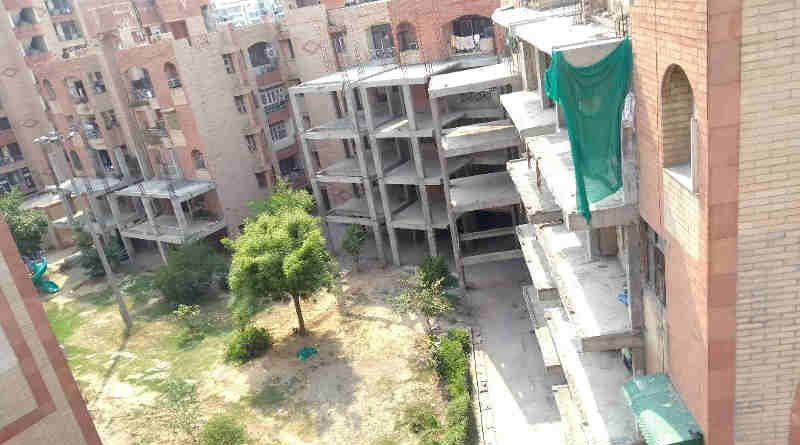 Court Stops FAR Construction at R. D. Apartments in Dwarka. Photo (May 2018) courtesy: Residents of R. D. Apartments. Click the photo to study the case.