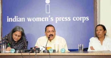 Dr. Jitendra Singh addressing the members of the Indian Women's Press Corps (IWPC), in New Delhi on August 27, 2018