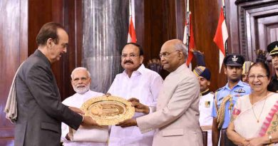 The President, Shri Ram Nath Kovind presenting the Outstanding Parliamentarian Award for the year 2015 to Shri Ghulam Nabi Azad, at a function, at Parliament House, in New Delhi on August 01, 2018. The Vice President, Shri M. Venkaiah Naidu, the Speaker, Lok Sabha, Smt. Sumitra Mahajan and the Prime Minister, Shri Narendra Modi are also seen.