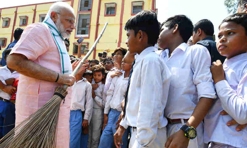 "Narendra Modi interacting with the students, on the occasion of the ""Swachhta Hi Seva"" Abhiyan, in New Delhi on September 15, 2018"