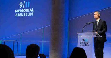 NATO Secretary General Jens Stoltenberg paid tribute to the victims of the 9/11 terrorist attacks. Photo: NATO
