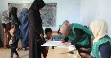 Afghan men and women register as voters at a centre in Bamyan ahead of elections in October 2018. Photo: UNAMA/Jaffar Rahim