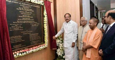 The Vice President, Shri M. Venkaiah Naidu unveiling the plaque for the new building for Allahabad High Court, in Allahabad, Uttar Pradesh on October 13, 2018. The Governor of Uttar Pradesh, Shri Ram Naik, the Chief Minister of Uttar Pradesh, Shri Yogi Adityanath and other dignitaries are also seen.