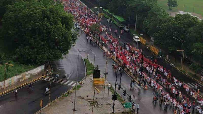 Farmers' march from Ramlila Maidan to Parliament Street in Delhi (file photo). Courtesy: CPI(M)
