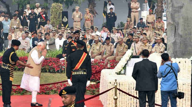 Narendra Modi paying homage at the National Police Memorial, on the occasion of the Police Commemoration Day, at Chanakyapuri, New Delhi on October 21, 2018. Photo: PIB