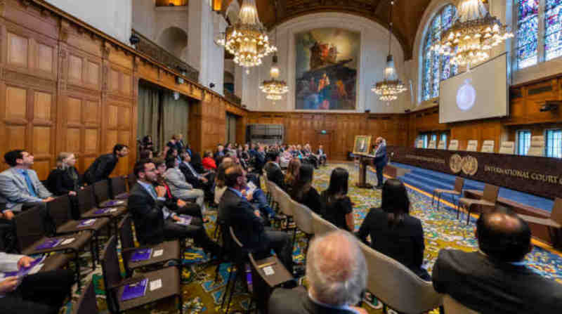 The Embassy of El Salvador in the Netherlands and the Court hold a ceremony to commemorate the 60th anniversary of the death of H.E. José Gustavo Guerrero, former President and Judge at the Permanent Court of International Justice and the International Court of Justice. Event held at the Peace in The Hague, the Netherlands, on 16 October 2018 in the presence of representatives of El Salvador, Judges and Registrar of the ICJ and family members of Mr. Guerrero. Photo: ICJ