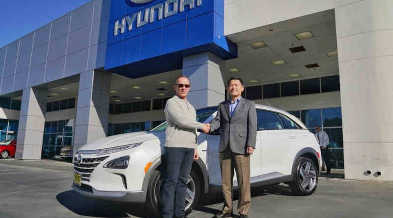 Yong-woo (William) Lee, president and CEO of Hyundai Motor North America, congratulates Tom Hochrad of Ventura, Calif., the first customer to receive the all-new Hyundai Nexo.