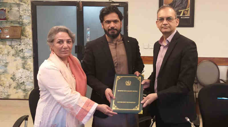 Ministry of Climate Change of Pakistan Government and Muslim Aid Pakistan signed a Letter of Understanding (LOU) to collaborate for Clean Green Pakistan Movement. Photo: Government of Pakistan