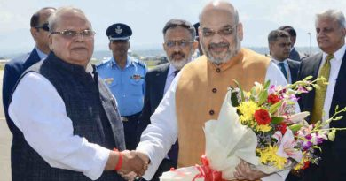 Amit Shah being received by the Governor of Jammu and Kashmir, Shri Satya Pal Malik on his arrival in Srinagar, Jammu and Kashmir on June 26, 2019. Photo: PIB