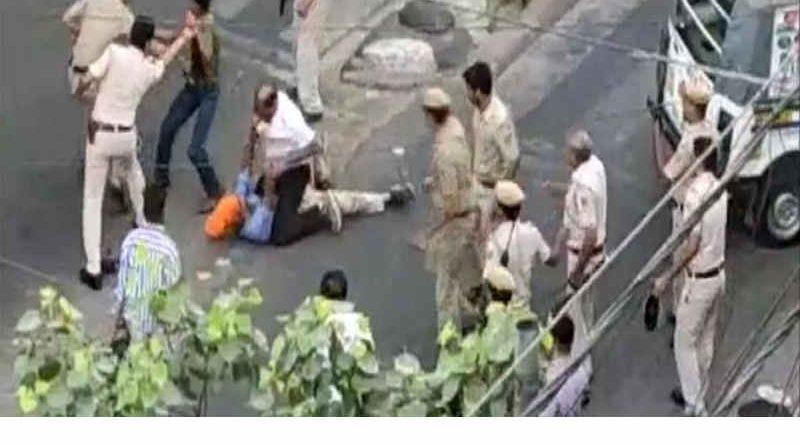 Delhi Police Beats Sikh Man Mercilessly