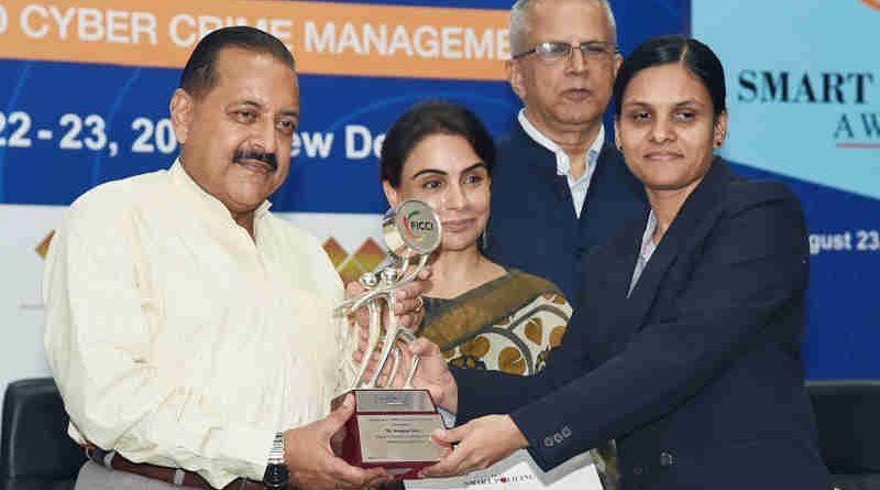 Dr. Jitendra Singh presenting the Smart Policing Awards, at the Homeland Security 2019 Conference, in New Delhi on August 23, 2019. Photo: PIB
