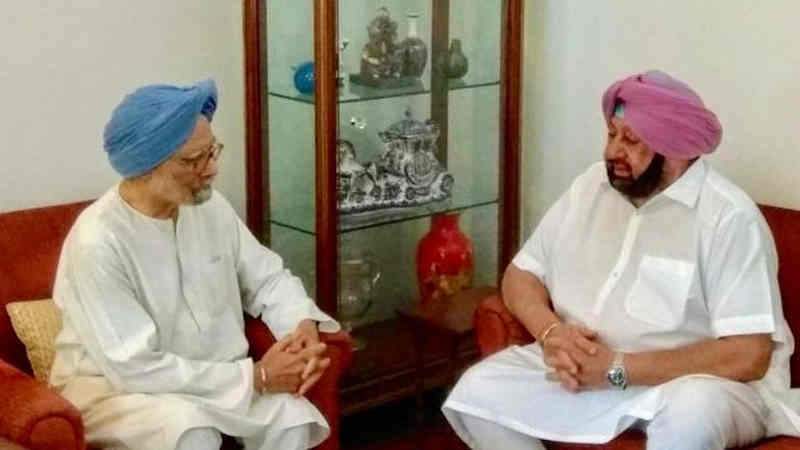 Former Prime Minister (PM) of India Manmohan Singh with Punjab Chief Minister Amarinder Singh. Photo: Congress