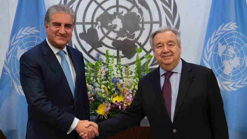 Pakistan's Foreign Minister Shah Mahmood Qureshi with UN Secretary General Antonio Guterres