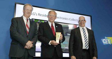 Left to right: EPA Director Barnes Johnson, LG Senior Vice President John Taylor, and EPA Assistant Administrator Peter Wright. Photo: LG