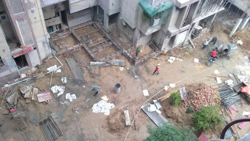 Long-term construction and repair work in occupied housing societies is a major cause of increasing coronavirus in India's capital New Delhi. Photo: RMN News Service