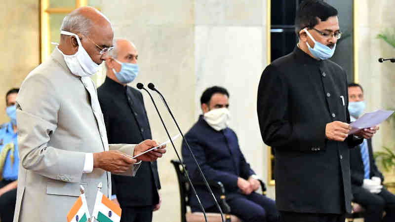 The President of India Ram Nath Kovind administering the oath of office to Sanjay Kothari as the Central Vigilance Commissioner at a function in Rashtrapati Bhavan New Delhi on April 25, 2020. Photo: PIB