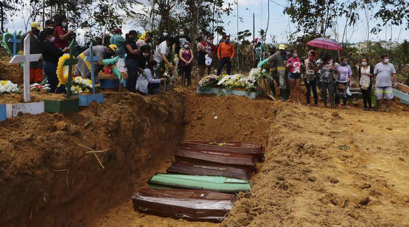 Relatives mourn at the site of a mass burial at the Nossa Senhora Aparecida cemetery, in Manaus, Amazonas state, Brazil. The cemetery is carrying out burials in common graves due to the large number of deaths from COVID-19 disease, according to a cemetery official. Photo: Edmar Barros / AP
