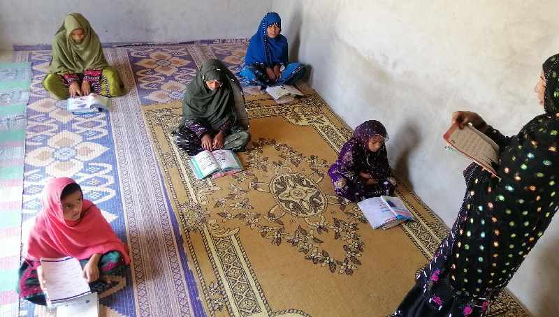 """Najeeba volunteered for """"Mera Ghar Mera School"""", which means """"My Home, My School"""", an initiative supported by UNICEF and Balochistan's Secondary Education Department that helps children continue learning despite the Covid-19 lockdowns. Photo: UNICEF"""