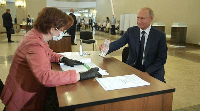 President Vladimir Putin visited on July 1, 2020 polling station No. 2151 located on the premises of the Russian Academy of Sciences and took part in the nationwide vote on amendments to the Constitution of the Russian Federation. Photo: Kremlin