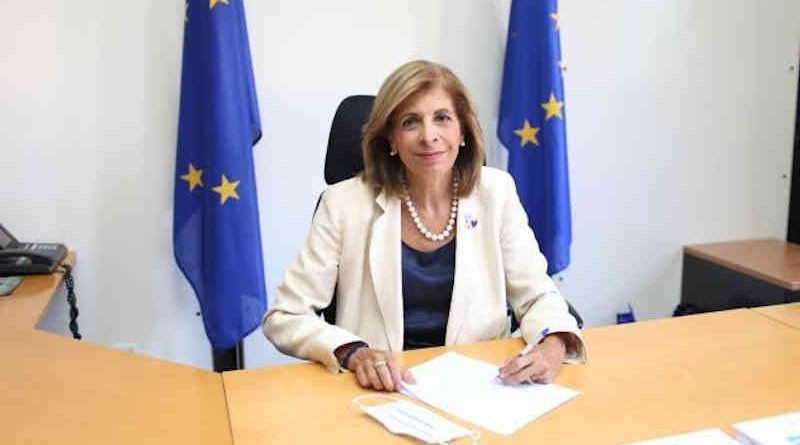 Signature of the contract between the European Commission and AstraZeneca by Stella Kyriakides, European Commissioner, Photo: European Commission