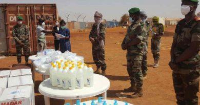 MINUSMA personnel distribute Covid-19 prevention kits in Gao, Mali. Photo: MINUSMA