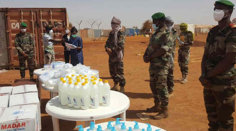 MINUSMA personnel distribute Covid-19 prevention kits in Gao, Mali. Photo: MINUSMA