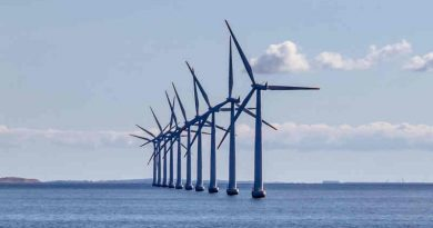 Offshore wind farm - Wind turbine. MEPs want a shift from unsustainable to sustainable economic activities that boost competitiveness and result in high-quality jobs. Photo: EP2012