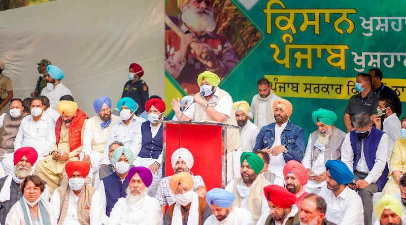 The chief minister (CM) of Punjab Amarinder Singh holding a massive demonstration on November 4, 2020 in New Delhi to raise his voice against the new farm laws introduced by the government of PM Narendra Modi. Photo: Punjab CM