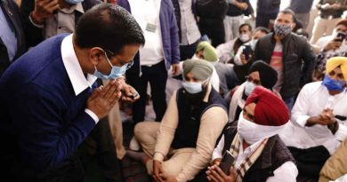 Delhi chief minister Arvind Kejriwal meeting protesting farmers in Delhi on December 7, 2020. Photo: Aam Aadmi Party