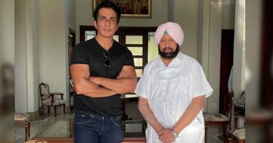 Bollywood actor Sonu Sood with Punjab chief minister Amarinder Singh. Photo: Twitter / Amarinder Singh