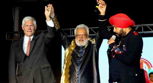 L to R: Peter Sessions, Shalabh Kumar, Daler Mehndi, addressing the crowd in New York