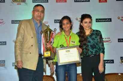 Soha Ali Khan with, Mr. Chand Das, CEO ITC Classmate announce Malavika Deepak as India's spelling champ of Classmate Spell Bee Season 7