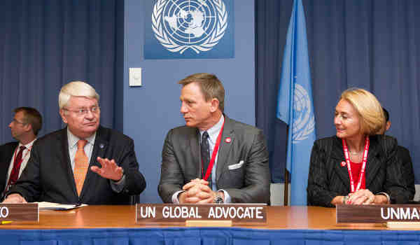 Actor Daniel Craig, known for playing James Bond, is named UN Global Advocate for the Elimination of Mines and Explosive Hazards. UN Photo/Evan Schneider