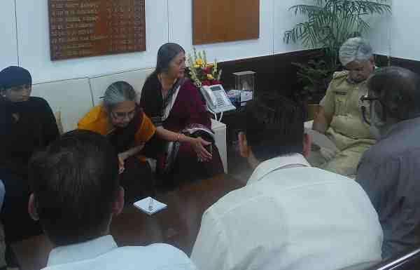 CPI (M) Leader Brinda Karat led a delegation to meet the Police Commissioner of Delhi regarding the growing communal tension in Sriram Colony of Delhi