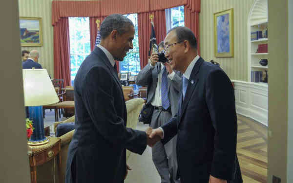 US President Barack Obama (left) greets Secretary-General Ban Ki-moon on his arrival at the White House. UN Photo/Mark Garten