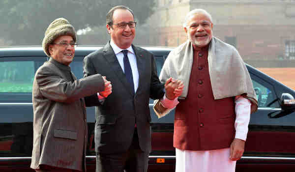 The President of France, Francois Hollande being received by the President Pranab Mukherjee and the Prime Minister Narendra Modi, at the Ceremonial Reception, at Rashtrapati Bhavan, in New Delhi on January 25, 2016