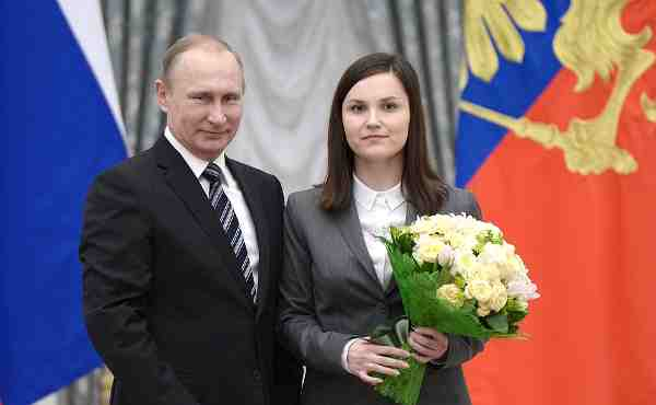 Vladimir Putin with laureate of the 2015 Presidential Prize in Science and Innovation for Young Scientists Yekaterina Proshkina