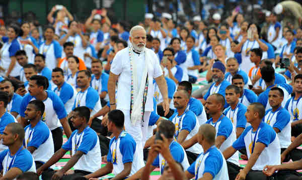 Narendra Modi with the participants during the mass yoga demonstration at the Capitol Complex, Chandigarh, on the occasion of the 2nd International Day of Yoga – 2016, on June 21, 2016
