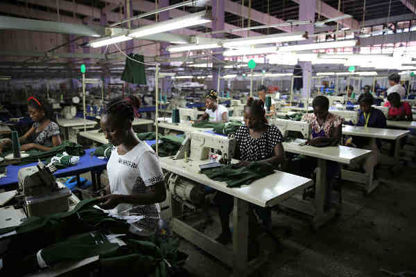 Young factory workers producing shirts in Accra, Ghana. Photo: World Bank/Dominic Chavez