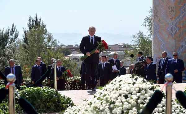 Vladimir Putin Pays Tribute to Islam Karimov