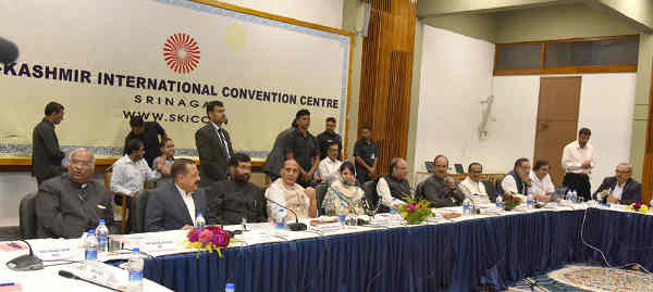 Rajnath Singh chairing the meeting of all-party delegation with the Jammu and Kashmir Government, in Srinagar, Jammu and Kashmir on September 04, 2016. The Union Minister for Finance and Corporate Affairs, Arun Jaitley, the Chief Minister of Jammu and Kashmir, Ms. Mehbooba Mufti and other dignitaries are also seen.
